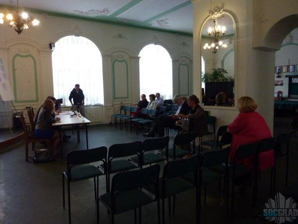 В зале на слушаниях 1 житель, сотрудники ДЕЗ и ГК УИС
