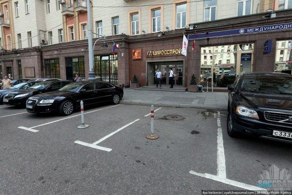 В Москве большая часть улиц занята автомашинаит